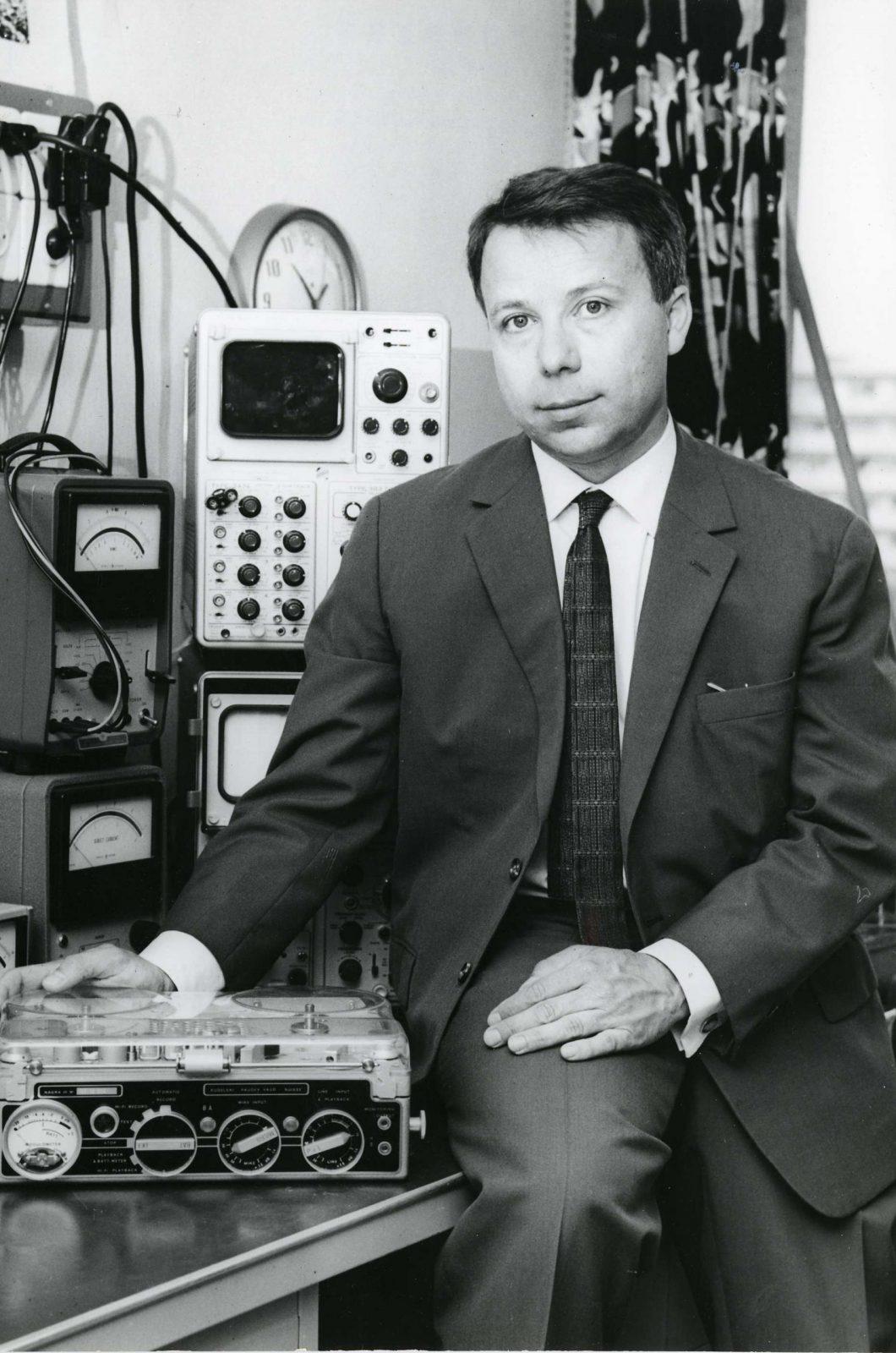 En 1957, six ans après la création du Nagra, Stefan Kudelski lance le Nagra III.