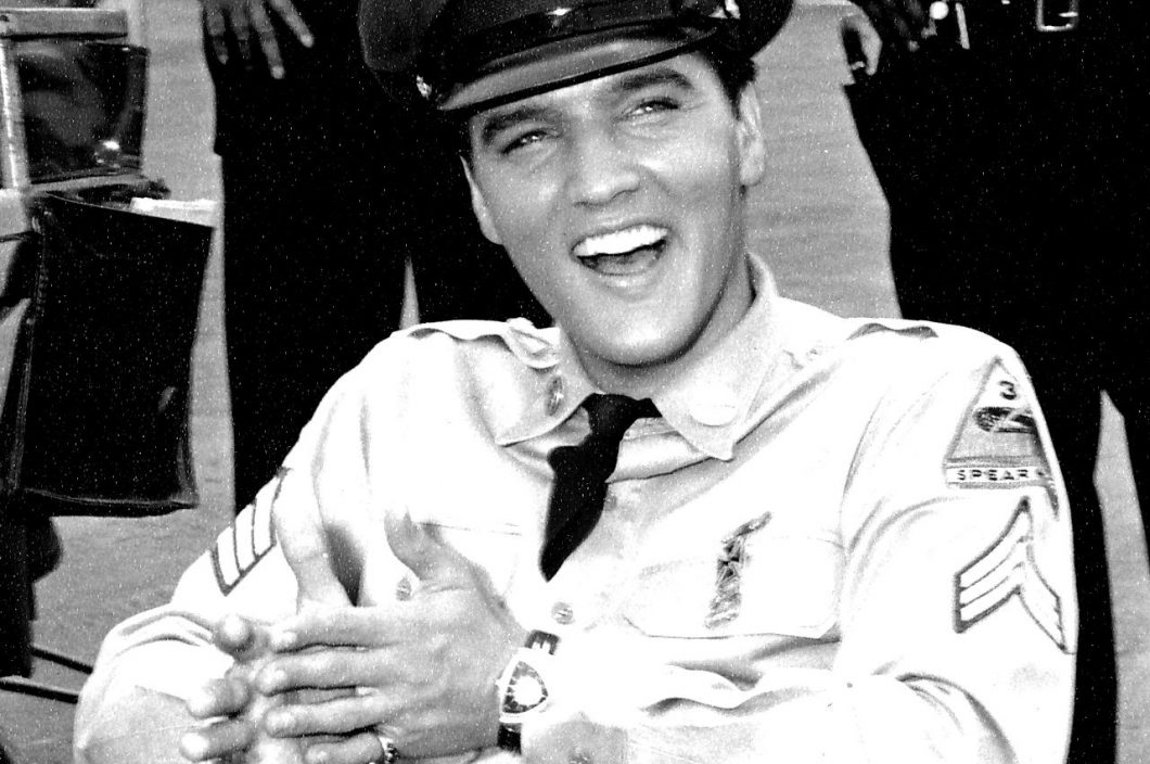 Elvis-Presley-Backstage-Blue-Hawaii-Copyright-ABG-2018-blackwhite