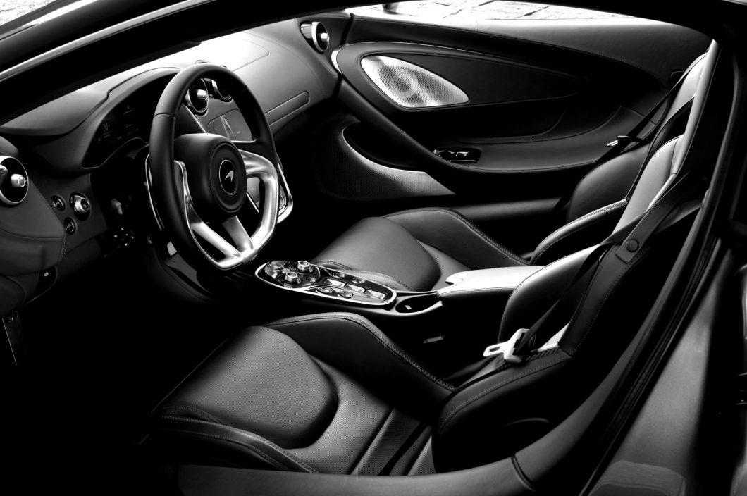 McLaren-GT-GlobalTestDrive-0051-scaled-blackwhite