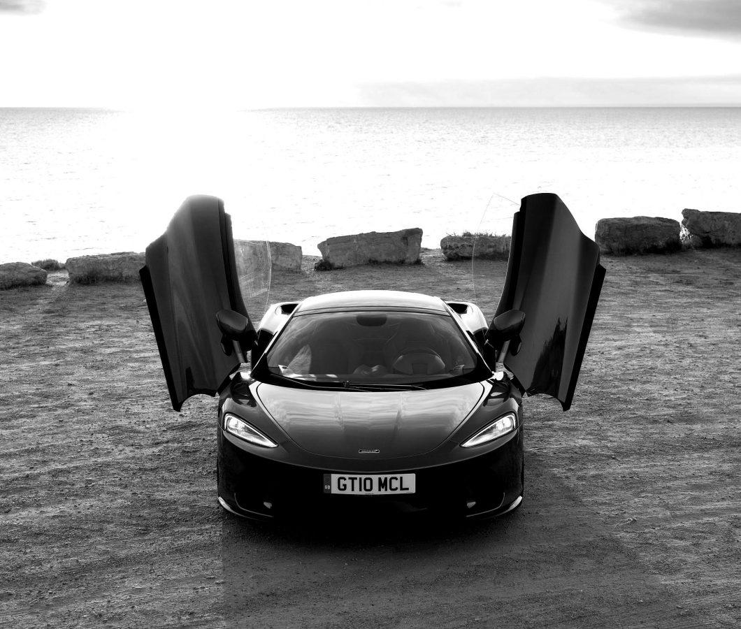McLaren-GT-GlobalTestDrive-0444-scaled-blackwhite