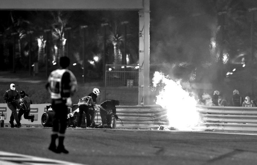 7800931110-la-haas-de-romain-grosjean-s-est-embrase-a-bahrein-le-29-novembre-2020-blackwhite